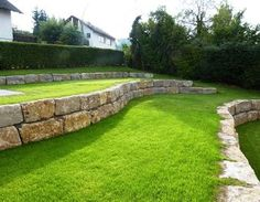 Garden redesigned garden terrace pave lawn courtyard mooring - Another! Backyard Retaining Walls, Garden Retaining Wall, Sloped Backyard, Sloped Garden, Modern Backyard, Terrace Garden, Lawn And Garden, Garden Beds, Diy Garden
