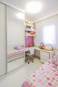 Quarto de menina: 80 inspirações para decorar com encanto [FOTOS] Pink Bedroom Design, Kids Bedroom Designs, Bedroom Closet Design, Room Ideas Bedroom, Small Room Bedroom, Home Decor Bedroom, Small Girls Bedrooms, Small Room Design, Home Room Design