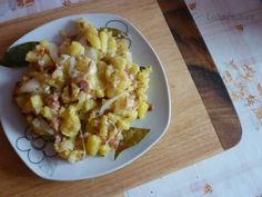 Bramborová pochoutka s bobkovým listem Macaroni And Cheese, Ethnic Recipes, Food, Mac Cheese, Mac And Cheese, Meal, Hoods, Eten, Meals