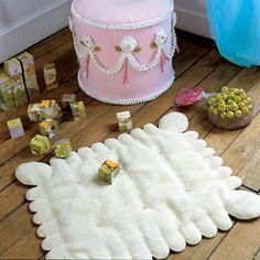 Un tapis en forme de biscuit LU® / A carpet in the shape of biscuit, sewing, kids room