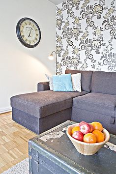 KOTO | Kaupunkikoti Koto in Mikkeli / living room. You can rent the flat! Beautiful Homes, Couch, Flat, Living Room, Furniture, Home Decor, House Of Beauty, Settee, Bass