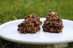 Nutty snacks with coconut and dried cranberries // Nøddesnacks med kokos og tranebær - anna-mad. Dried Cranberries, Lchf, Almond, Anna, Healthy Recipes, Healthy Food, Food And Drink, Diabetes, Coconut