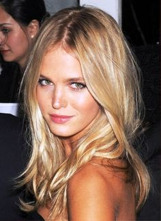 Long Blonde Center Part Hairstyle | Be Hairstyles