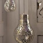 """""""Cover a light bulb with a doily and spray paint it. The light will shine the pattern onto the walls."""" I don't know how I feel about flammable spray paint on a hot lightbulb. Maybe spray paint them silver and use them as non-light decoration? Diy Projects To Try, Home Projects, Home Crafts, Fun Crafts, Diy Home Decor, Craft Projects, Craft Ideas, Diy Ideas, Lamp Ideas"""