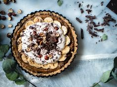 Banoffee-raakapiirakka (V, GF) – Viimeistä murua myöten Pie Recipes, Dessert Recipes, Desserts, Recipies, Banoffee Pie, Vegan Cheesecake, Le Diner, Healthy Sweets, Let Them Eat Cake
