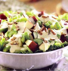 ¡Prepara esta riquísima receta de Ensalada Waldorf a base de manzanas y crema en 2 sencillos pasos para compartir con tu familia! #salad #cream