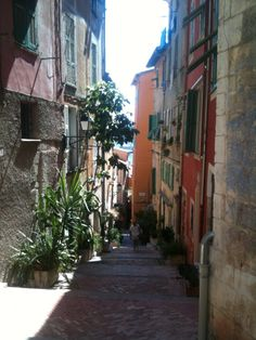 Villefranche sur Mer : deepest natural harbour in Europe and Italian charms...