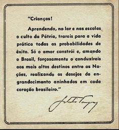 """Cartilha """" Getúlio Vargas para crianças"""", 1942. Rio de Janeiro(RJ). (CPDOC/ CDA Rev.30)"""