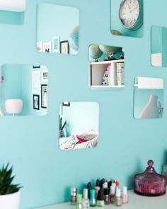 Use mirrors to reflect light and make the room feel bigger | #IKEAIDEAS for a teenage bedroom from @luziapimpinella's home in Hamburg