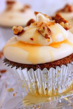 Sweet Potato Cupcakes with Maple Cream Cheese Frosting #lulusholiday