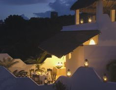 Spend your honeymoon in Shela House and enjoy a perfect balance of romance, luxury, relaxation and adventure. There are plenty of activities available especially a trip on a traditional Swahili dhow. Shela House has been said to be the most dramatic location with steps onto the sands and a striking pool. You will surely have a lifetime experience at this destination