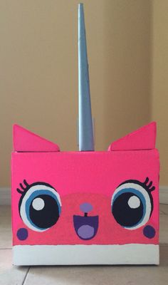 Secret santa Unikitty surprise or for Sinterklaas surprise. In side the box there are some presents for the lucky one.