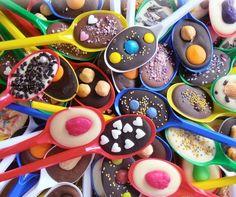 Me Encanta el Chocolate: DELICIOSAS Y DECORATIVAS CUCHARITAS CON CHOCOLATE Chocolate Spoons, Chocolate World, Pancake Muffins, Nutella, Oreo, Mousse, Food Porn, Ice Cream, Sweets