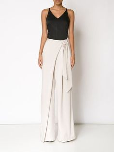 Palazzo Pants Outfit For Work. 14 Budget Palazzo Pant Outfits for Work You Should Try. Palazzo pants for fall casual and boho print. Fashion Pants, Look Fashion, Hijab Fashion, Fashion Outfits, Womens Fashion, Fashion Design, Palazzo Trousers, Wide Leg Trousers, White Trousers