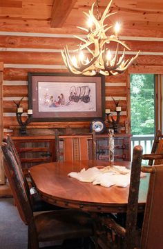 This Rustic Log Home/cabin Is Fully Furnished And Designed By Roughing It  In Style