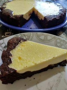 Brownie cheesecake • Receta fácil, sencilla y económica. Una manera diferente de preparar un delicioso brownie con una tarta de queso Cheesecake Brownies, Desserts, Food, Cheesecake, Cream Cheeses, Pies, Pastries, Easy Recipes, Sweets
