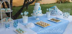 Mesa dulce en tonos azul bebé para el bautizo de Bruno
