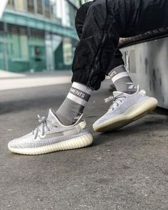 Buy Top Version Adidas Yeezy 350 Boost Static Reflective Sneakers Men and Womens Shoes from Artemis Outlet with Cheap Price. Best Sneakers, Sneakers Fashion, Shoes Sneakers, Buy Sneakers Online, Yeezy Outfit, Nike Air Shoes, Shoes Sport, Adidas Yeezy 350 V2, Yeezy Shoes