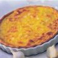 Receita de Quiche Delícia - 500 gr de farinha de trigo, 200 gr de manteiga, 2 unidades de gema de ovo, 4 ovos batidos inteiros, 1 quanto baste de sal, qto b...