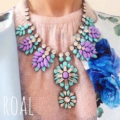 Shourouk Statement Bib Necklace por RulesofaLady en Etsy, €20.00