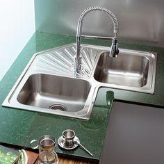 Kitchen Remodeling: Choosing a New Kitchen Sink - Kitchen Remodel Ideas Smart Kitchen, New Kitchen, Kitchen Decor, Sink Design, Küchen Design, Corner Kitchen Layout, Best Drain Cleaner, Kitchen Sink Faucets, Beautiful Kitchens