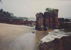 Wander among the rocks on Siridao beach. Photo credit: Beaches in Goa