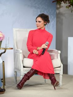 Victoria Beckham Just Shut Down This Spice Girls Rumour (Again) Moda Victoria Beckham, Victoria Beckham Outfits, Victoria Beckham Style, Vic Beckham, Posh Beckham, Harper Beckham, Spice Girls, Burgundy Knee High Boots, Red Boots