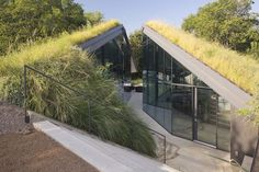 Bercy Chen Studio have designed the Edgeland Residence on the shores of the Colorado River.