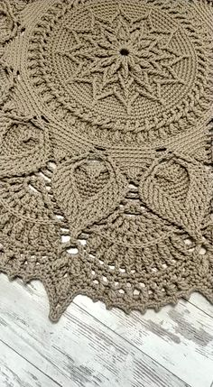 Col Crochet, Crochet Doily Rug, Crochet Snowflake Pattern, Crochet Rug Patterns, Crochet Carpet, Crochet Cushions, Granny Square Crochet Pattern, Crochet Home, Free Doily Patterns