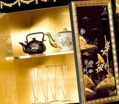 Mobiletto Cina Luigi XV, interno dorato, dettaglio Золото внутри