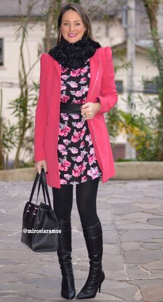Look de trabalho - look do dia - look corporativo - moda no trabalho - work outfit - office outfit - winter outfit - fall outfit - frio - look de inverno - inverno - vestido estampado - dark floral - pink coat - casaco - bota - Otk - over the knee