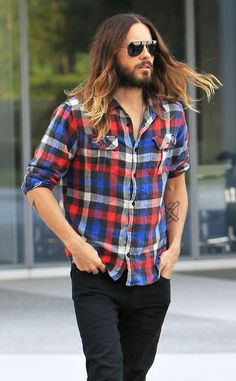 With his beautiful locks blowing in the wind, Jared Leto is just too handsome!