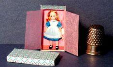 Alice In Womderland Puppe Box - Dollhouse-Miniatur -1:12 Skala - Dollhouse-Zusatz - Dollhouse-Mädchen Kindergarten-Spielzeug - Miniatur-Puppe-Feld, 6,27 Euro plus Versand
