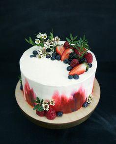 Интригу в ваш вечерний инстаграм? Как вы думаете, почему я считаю этот торт своей гордостью? #she_ra_cakes ♥️ upd: продолжаем, очень интересно