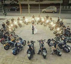 - Ideen für Hochzeitsfotos …… Ideas for wedding photos photography ……, - Bike Wedding, Wedding Pics, Wedding Engagement, Our Wedding, Dream Wedding, Biker Wedding Theme, Couple Motard, Armband Tutorial, Motorcycle Couple