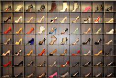 Una colección así quiero yo en mi clóset. Solo creaciones de Louboutin.