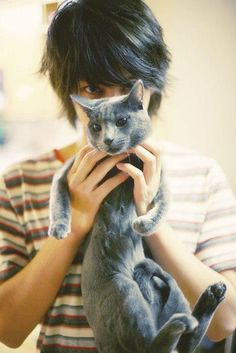 That's Heechul.  And his kitty.