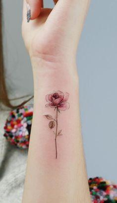 Gorgeous Flower Tattoo Designs Ideas and Images Part flower tattoo designs; flower tattoo on shoulder; flower tattoo for women; flower tattoo for girl Mini Tattoos, Body Art Tattoos, Sleeve Tattoos, Tattoos For Guys, Foot Tattoos, Key Tattoos, Tattoo Arm, Skull Tattoos, Tatoos