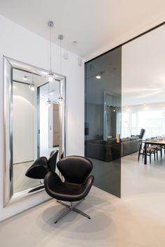 #entrancehall #smokeglass #leatherchair #silvermirror