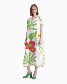 The Väkevä dress is made from a thin cotton and silk blend and it features the fresh Viidakko (Jungle) pattern in off white, red and green. The dress is lined and it has a round open neckline and short raglan sleeves that have elastic gatherings at the sl Marimekko Dress, Normal Body, Jungle Pattern, Casual Dresses, Summer Dresses, Long Toes, Girls Shopping, Body Shapes, Green Dress