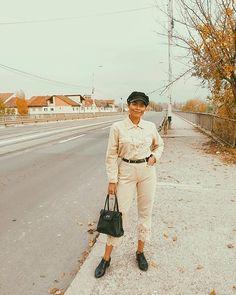 Sara Carvajal de Popa (@saracarvajaldepopa) • Instagram photos and videos Khaki Pants, Photo And Video, Instagram, Videos, Photos, Outfits, Fashion, I'm Sorry, Clothing