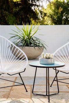 Acapulco Chairs & Blue Midge Table euro per stuk Outdoor Seating, Outdoor Chairs, Outdoor Spaces, Outdoor Decor, Garden Chairs, Garden Furniture, Cactus E Suculentas, Ok Design, Acapulco Chair