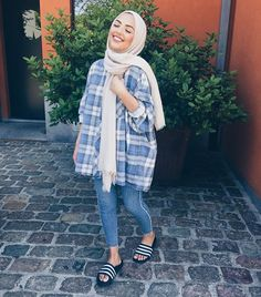 Pin by ayah malas on fashion hijab fashion, hijab outfit, hi Modern Hijab Fashion, Street Hijab Fashion, Hijab Fashion Inspiration, Muslim Fashion, Modest Fashion, Fashion Outfits, Hijab Fashion Summer, Arab Fashion, Style Inspiration