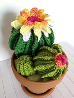 Ravelry: cactus in fiore pattern by rossella garbin Diy Crochet And Knitting, Crochet Art, Loom Knitting, Knitted Flowers Free, Crochet Flowers, Paper Cactus, Cactus Cactus, Crochet Cactus, Crochet Patterns Amigurumi
