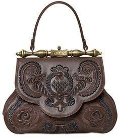 Believe it or not, the La Pretiosa Top Handle Bag by Gherardini was inspired by a magnificent sketch drawn by Leonardo da Vinci