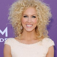 My next hair cut. YAY! Kimberly Schlapman shows how curls are sexy and keep a girl looking youthful.