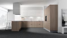 """Cocina esquema """"U"""" barra para consumo, madera de nogal combinada con panel blanco, ventanal al fondo, diseño contemporaneo."""
