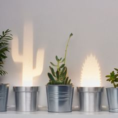 The Popup Lighting cactus is a decorative lamp, painted folded aluminum.