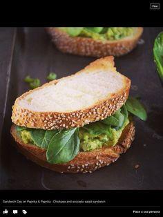 Chickpea and avocado salad sandwich http://paprikapaprika.blogspot.it/2013/03/pausa-pranzo-con-il-panino-giusto.html