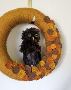 Autumn Owl Wreath, Woodland Wreath, Yarn and Felt Wreath - 14 inch size Owl Wreaths, Autumn Wreaths, Felt Wreath, Wreath Hanger, Halloween Items, Retro Color, Handmade Felt, Autumn Theme, Felt Flowers
